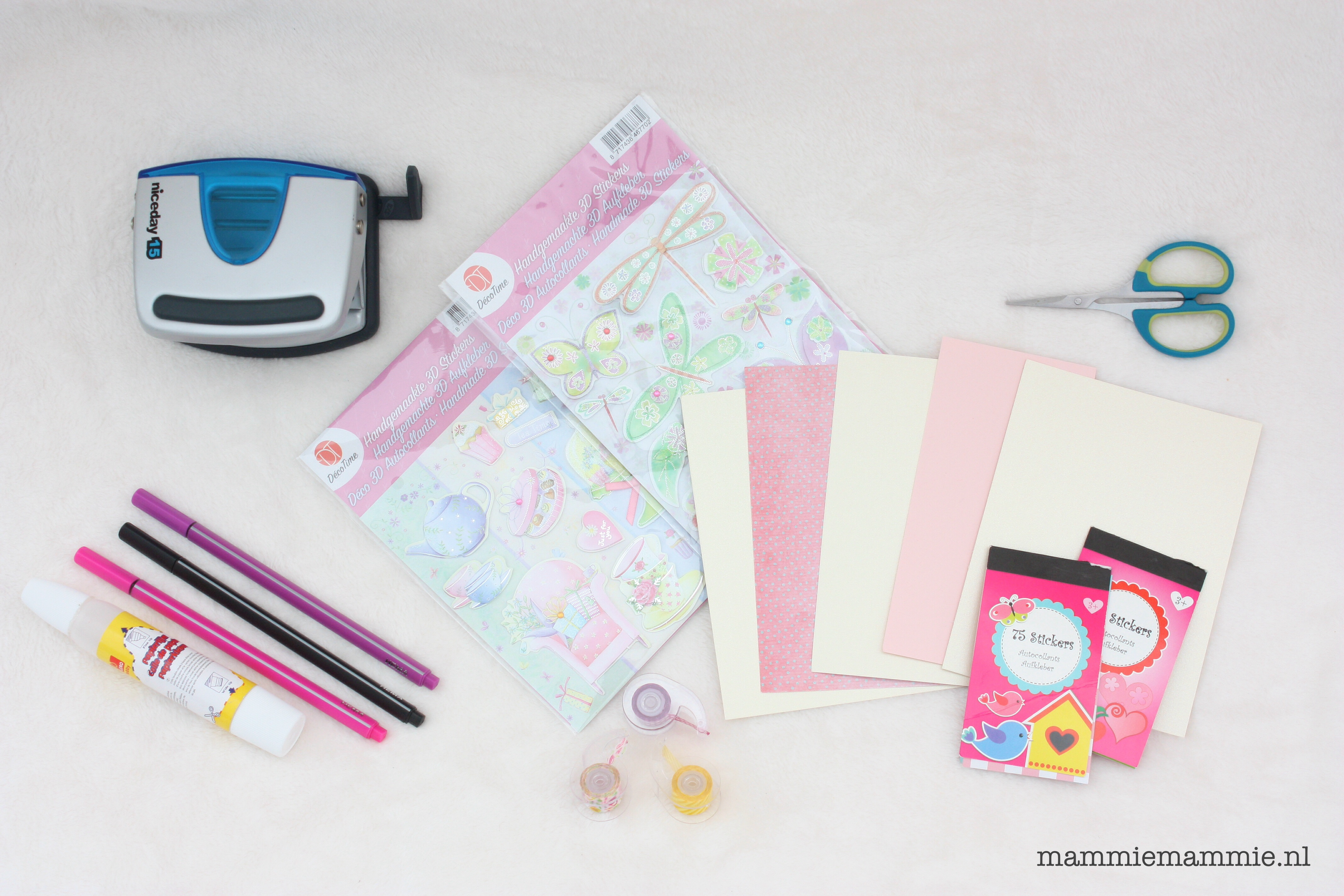 Diy zelf een afscheidsboekje maken voor de juf for Gekleurd papier action