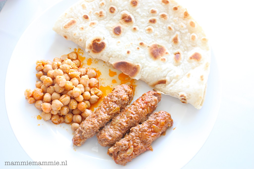 3 euro Food Challenge: roti met kebab en channey