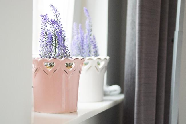 bloemen in babykamer