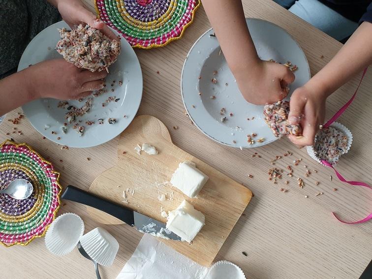 vetbollen maken met kinderen