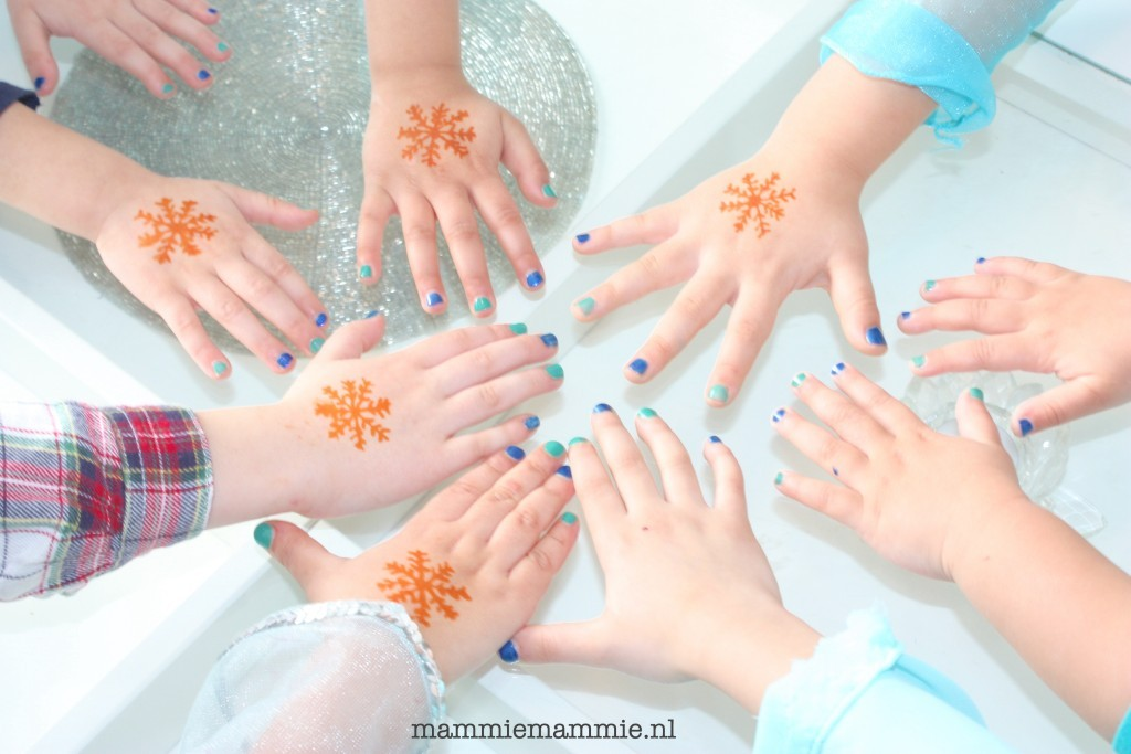 manicure girls party
