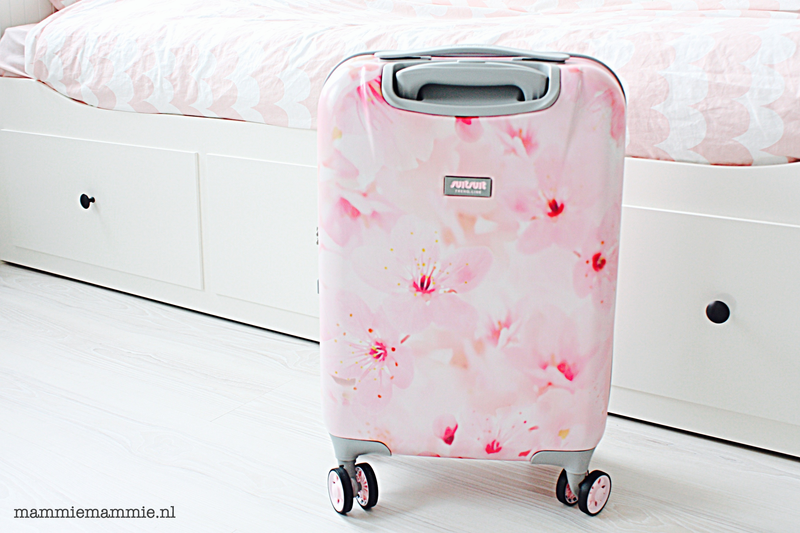 review roze suit suit trolley van duifhuizen tassen koffers mammie mammie mama blog. Black Bedroom Furniture Sets. Home Design Ideas