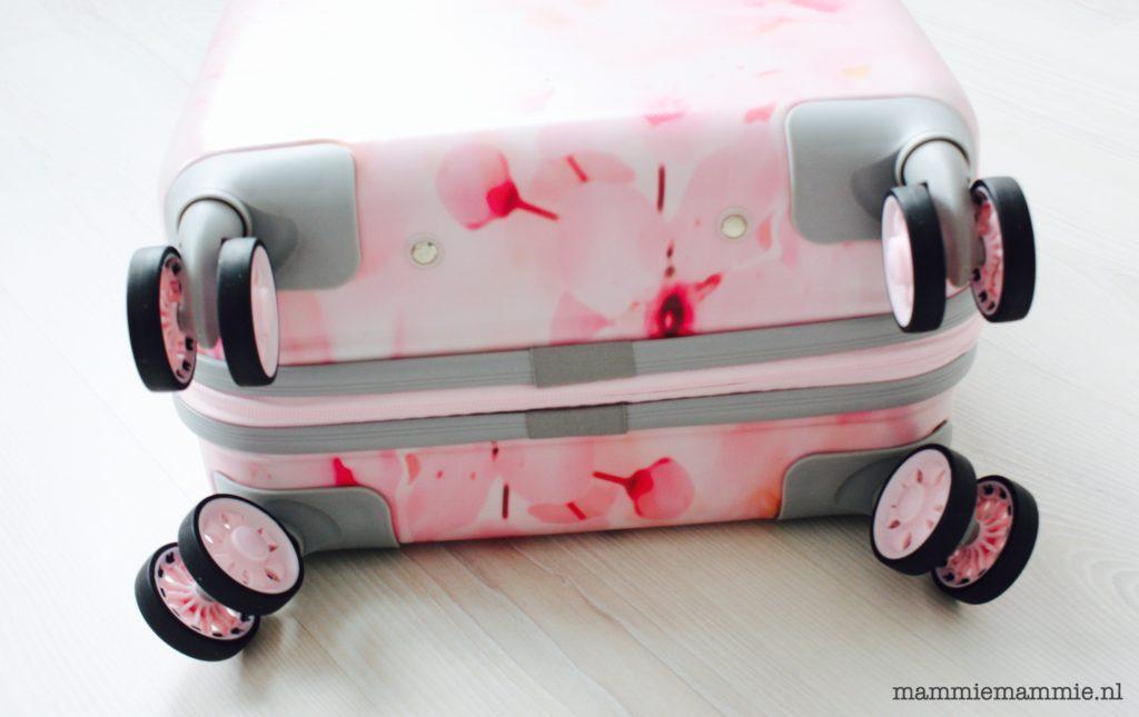 roze-handbagage-koffer