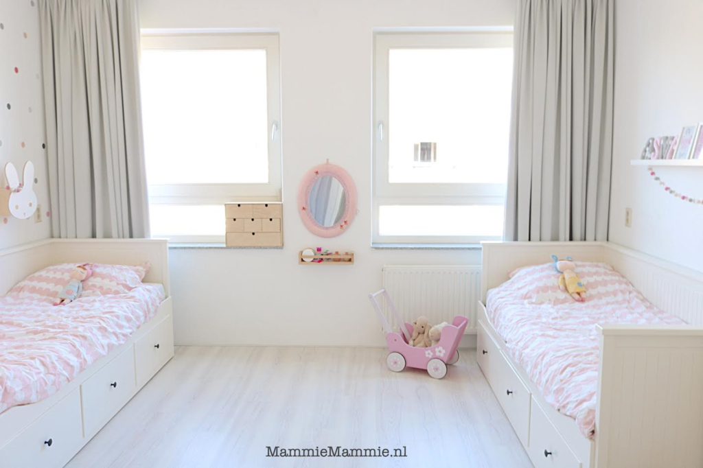 Inspiratie gedeelde slaapkamer voor zus en zusje mammie for Gordijnen voor slaapkamer