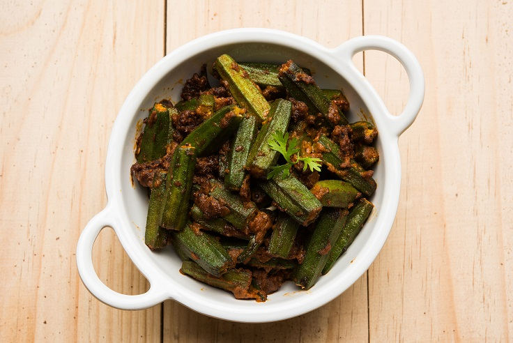 pakistaans indiaas recept bhindi okra met ui