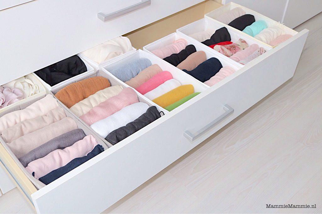 hoofddoeken opruimen in kast