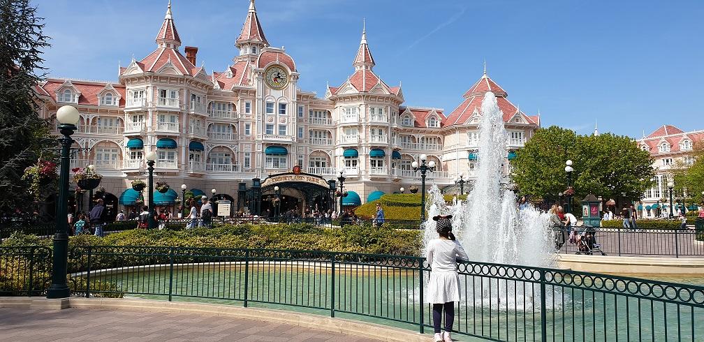 disneyland grootste hotel
